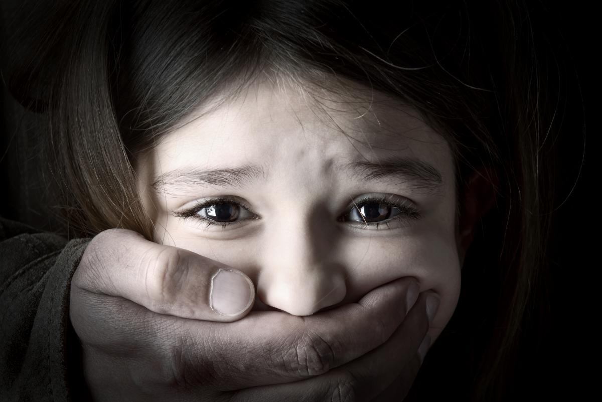 Мужчина показывал ребенку гениталии / фото ua.depositphotos.com