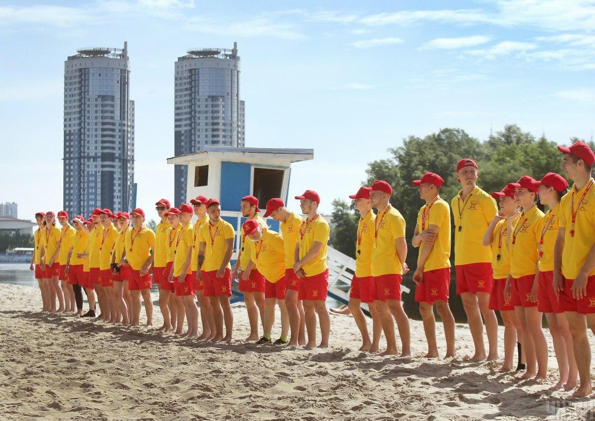 На пляже «Венеция» состоялась открытая тренировка столичных спасателей / фото УНИАН, Александр Синица