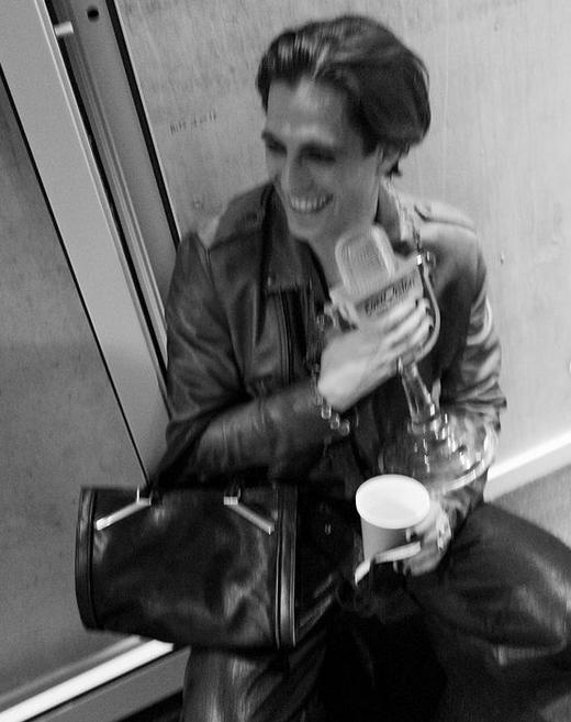 На фото кумир миллионов позирует с наградой Евровидения \ фото instagram.com/ykaaar