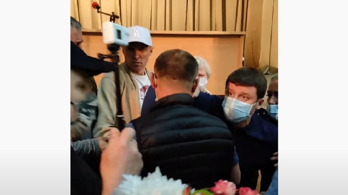 Потерпіла гучно заявила, що бачить і фіксує протиправні дії депутатів / Скріншот