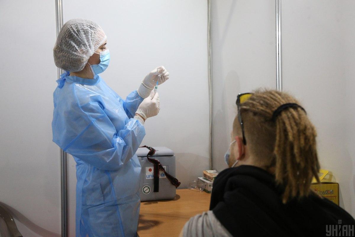 З початку кампанії вакцинації найвищий рівень охоплення щепленнями на 100 тис. населення показує місто Київ / фото УНІАН