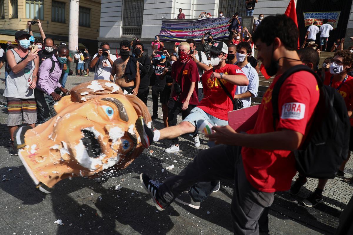 Жители Бразилии требовали импичмента Жаира Болсонару / фото REUTERS