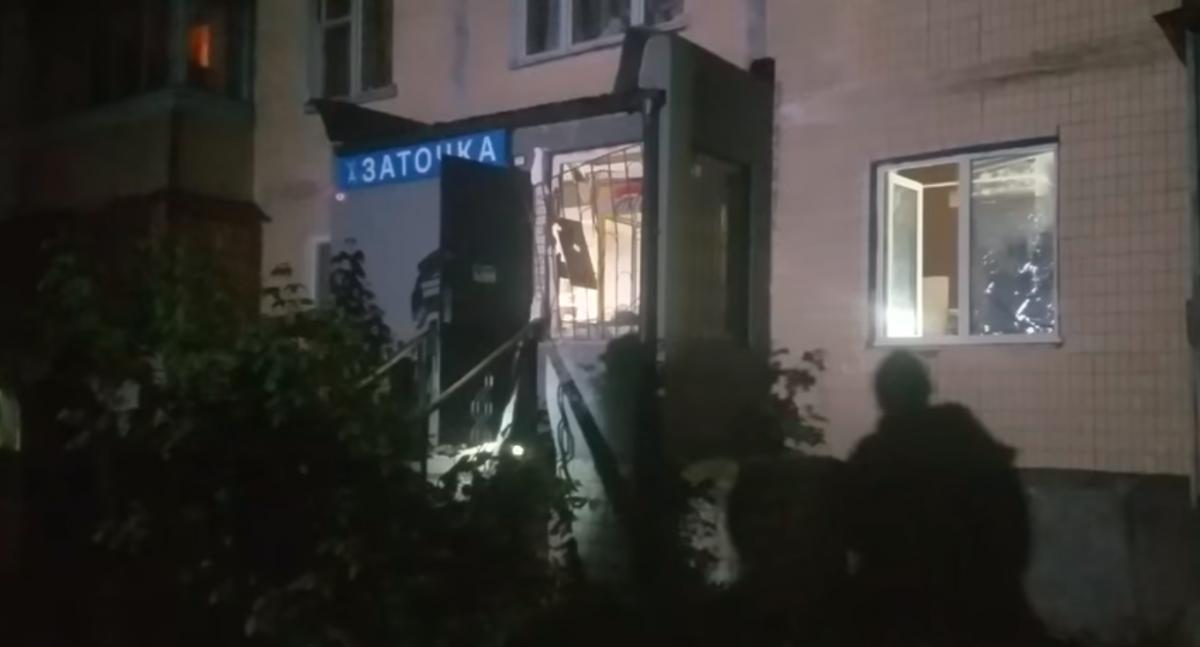 В Киеве на Зоологической у мужчины в руках сдетонировал взрывоопасный предмет / скриншот
