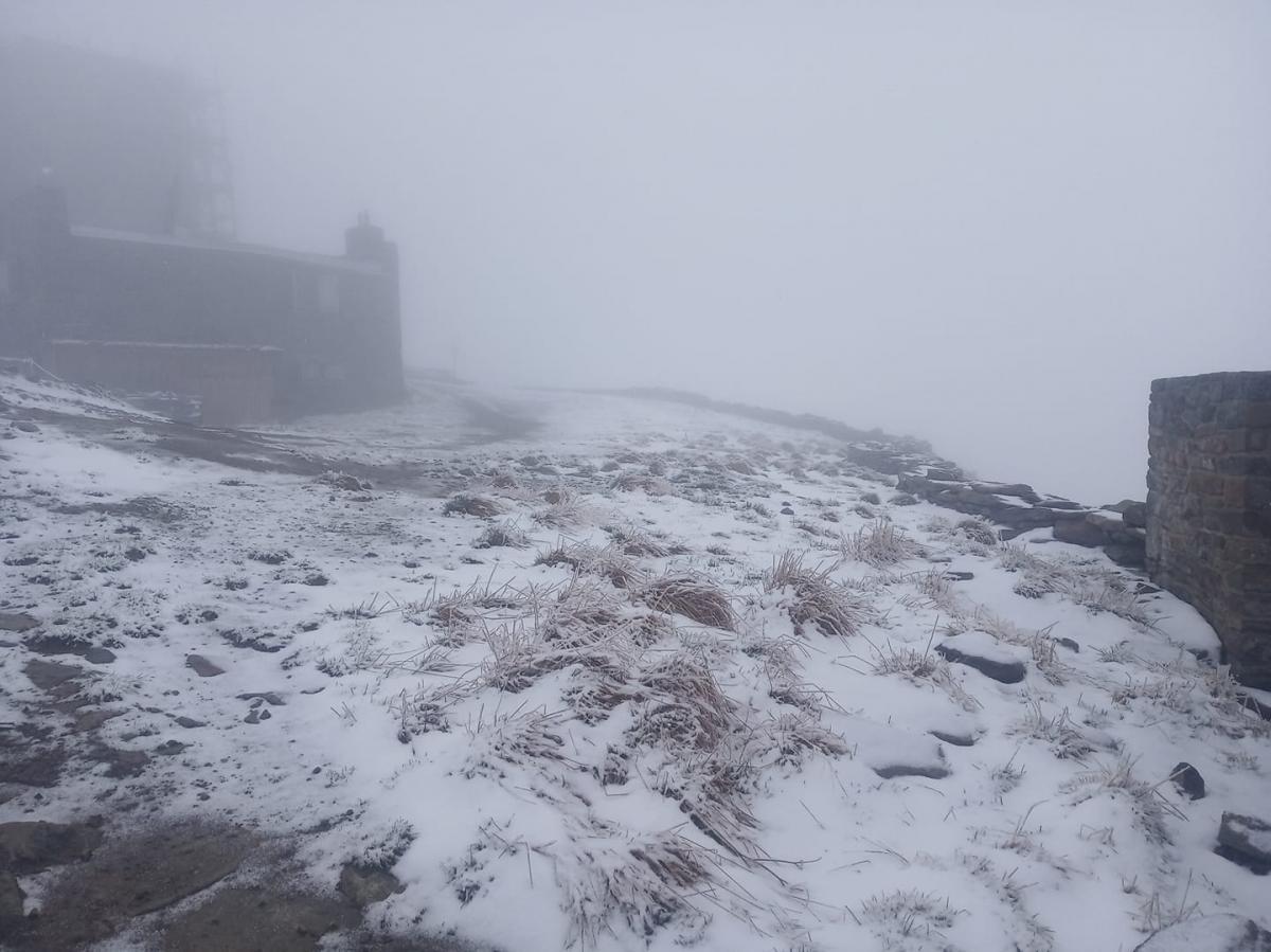 Высокогорье Карпат засыпало снегом накануне лета/ фото Черногорский горный поисково-спасательный пост