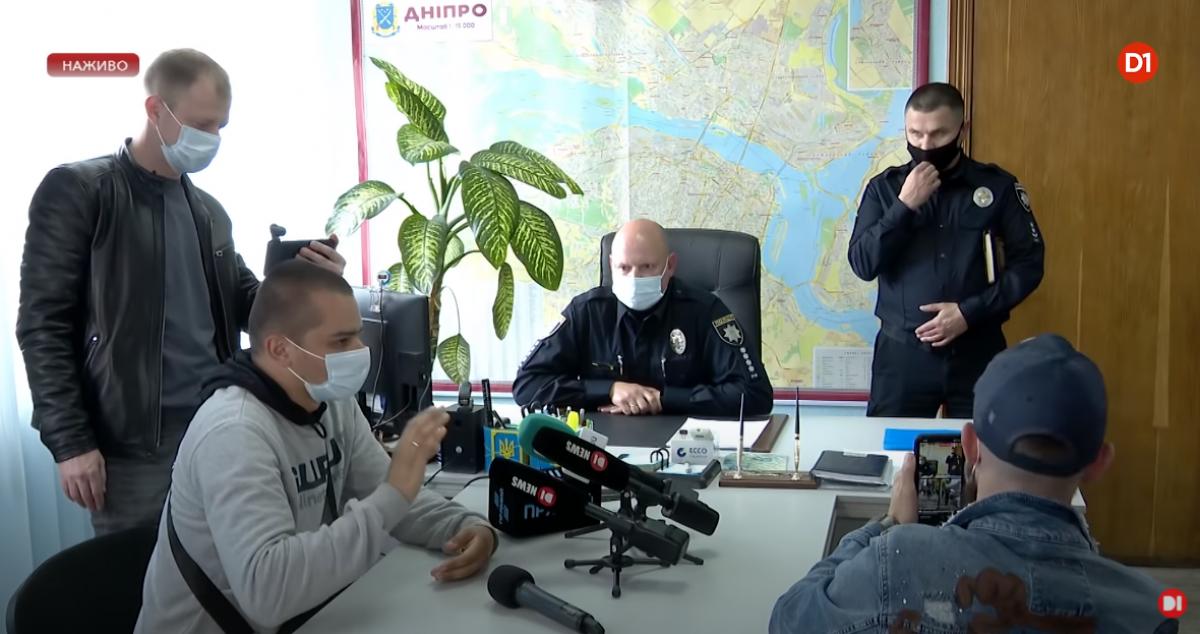Избитого тремя коллегами в Днепре патрульного уволили из полиции задним числом