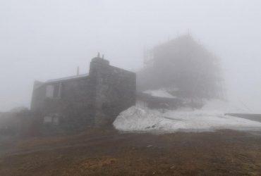 Температура у Карпатах впала до +2°, гори оповив туман (фото)
