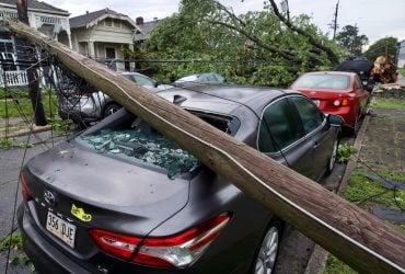 Разрушительный торнадо в США: тысячи американцев остались без света (фото, видео)