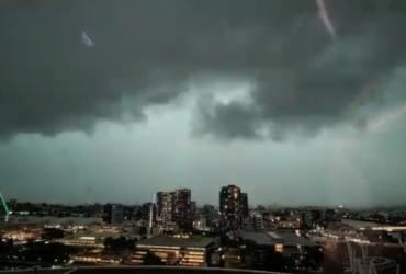 Зеленое небо и 71 тысяча молний: Австралию накрыл мощный шторм (фото, видео)