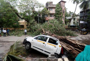 Індію накрив найпотужніший за останні 20 років циклон (фоторепортаж, відео)
