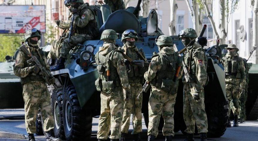 Стало известно, сколько российских военных находится на оккупированном Донбассе