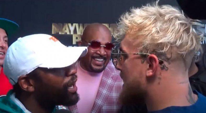 Легендарный боксер устроил драку с блогером на пресс-конференции (видео)