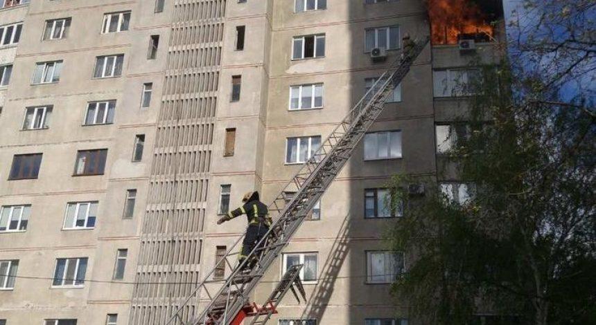 У Харкові горіла багатоповерхівка: людей довелося евакуювати (фото)