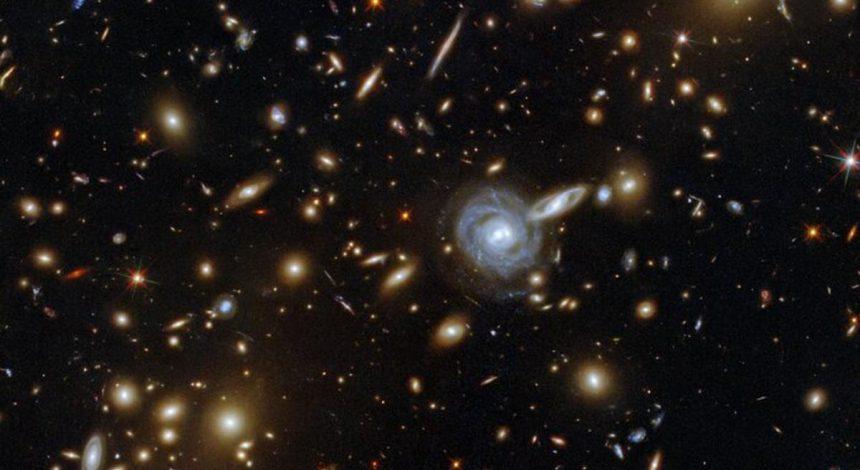 Hubble зробив унікальний знімок: сотні галактик на одному фото