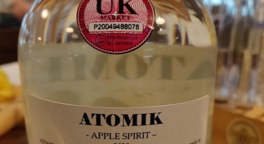 Науковці хочуть повернути свою горілку з чорнобильських яблук, вилучену СБУ