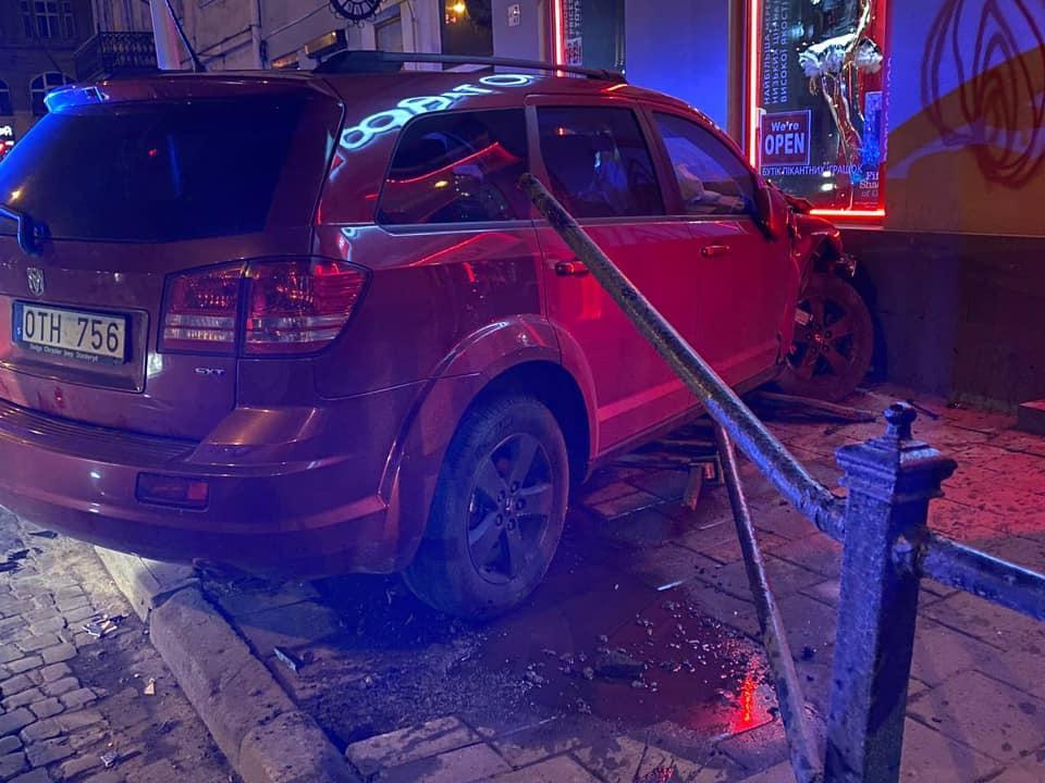 Автомобиль, повлекший аварию, был на испанских номерах / фото Facebook Игорь Зинкевич