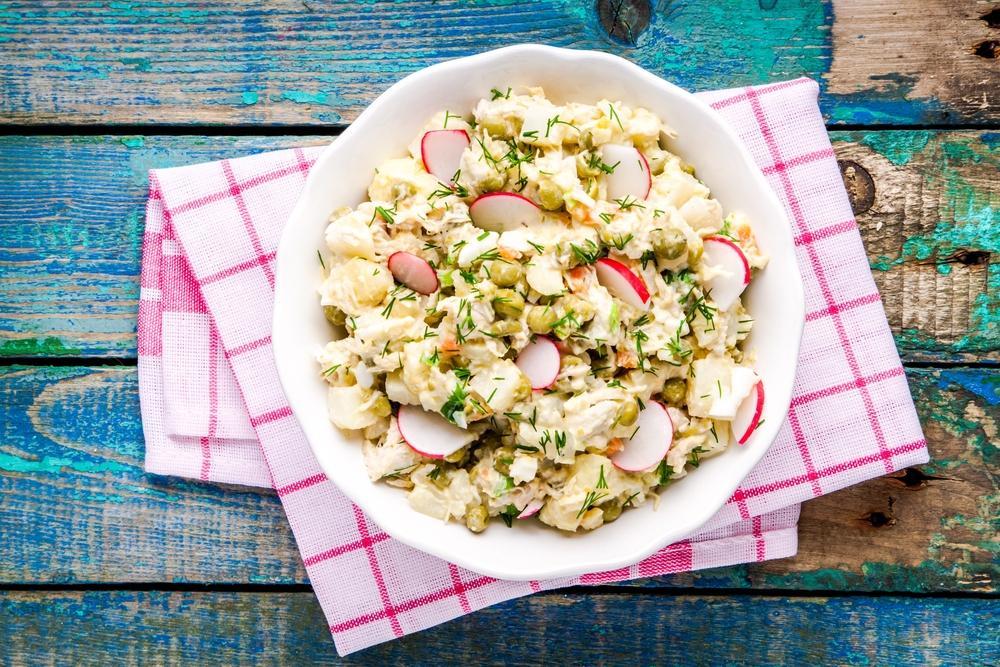 Рецепт салата с редиской и картофелем / фото ua.depositphotos.com