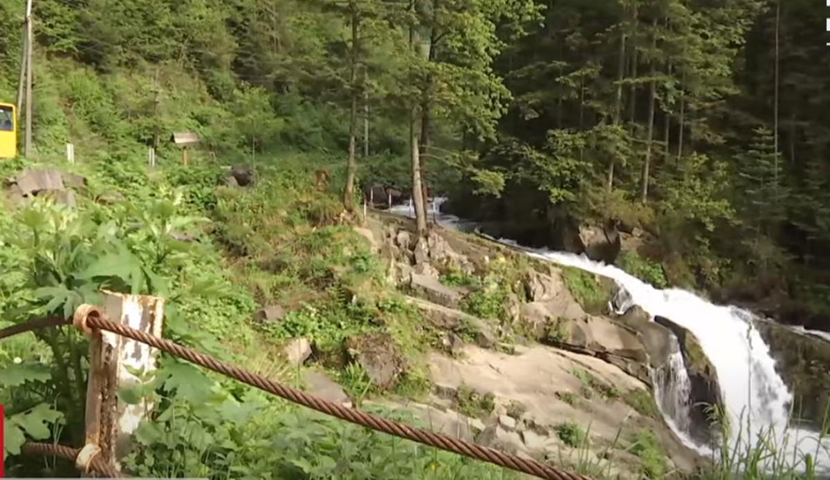 После трагедии в школах отменяют экскурсии на водопад / скриншот