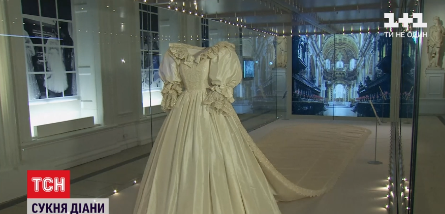 Платье принцессы Дианы теперь на выставке / Скриншот