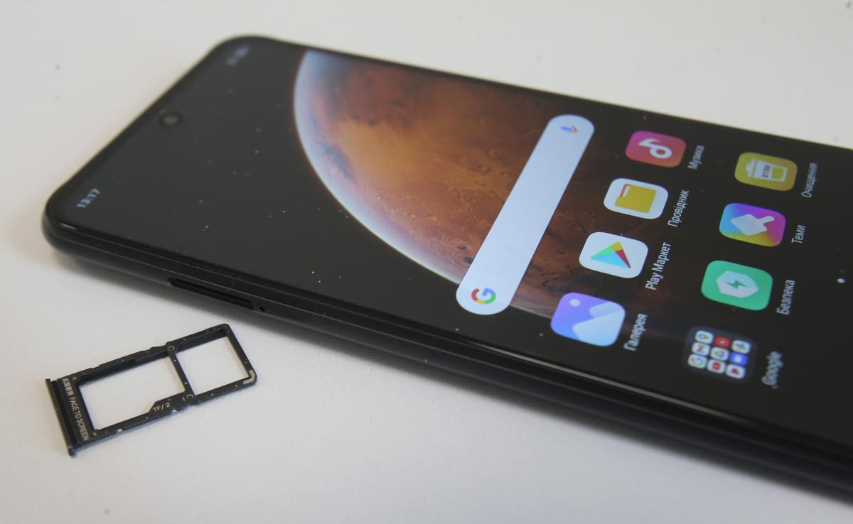 Память смартфона можно расширить с помощью карты Micro SD / фото УНИАН