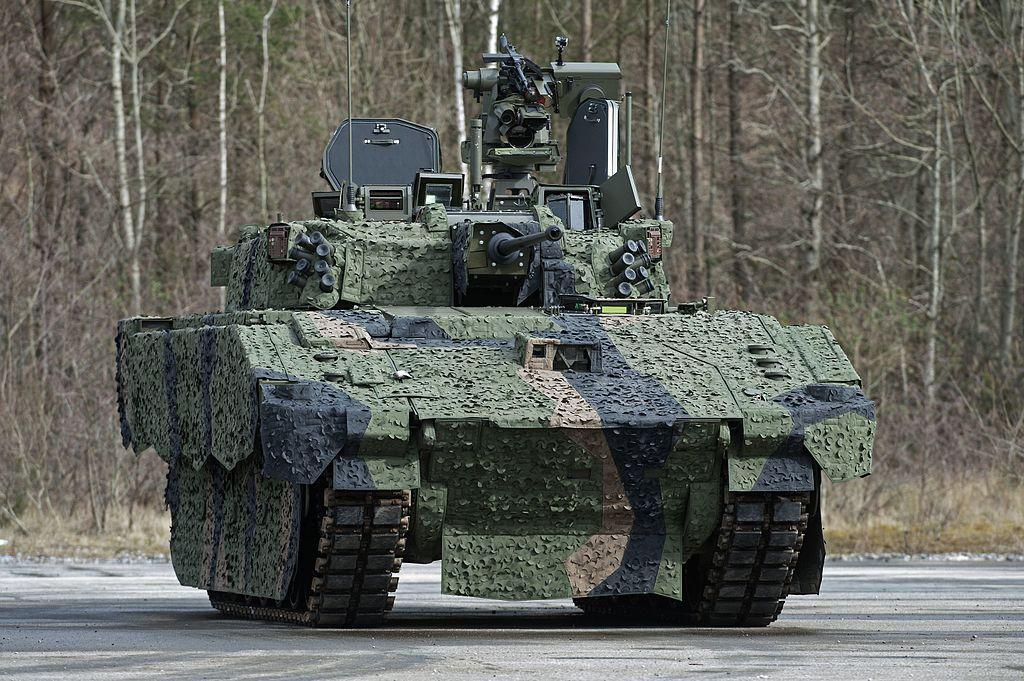 Из боевых машин Ajax невозможно стрелять на ходу, а сильный шум и вибрация вызывают у солдат звон в ушах / фото Wikipedia