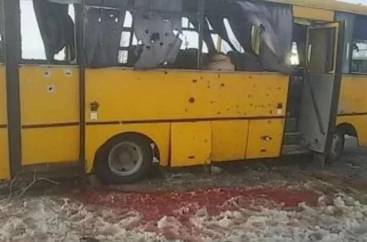 Через обстріл автобуса під Волновахою в 2015 році загинули 12 людей / фото Oleksiy Matsuka / facebook.com