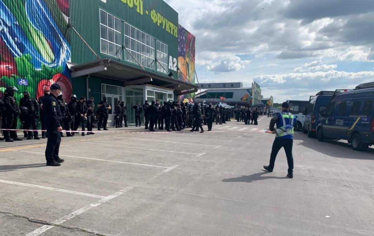 """3 червня на ринку """"Столичний"""" сталися сутички/ фото Національної поліції"""