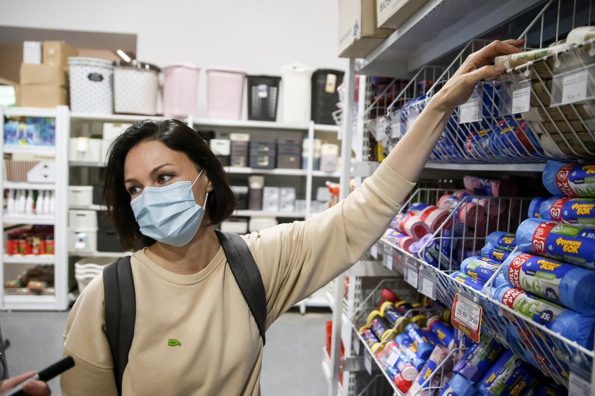 Активістка вважає, щопакети для продуктів на касах не зникнуть / УНІАН