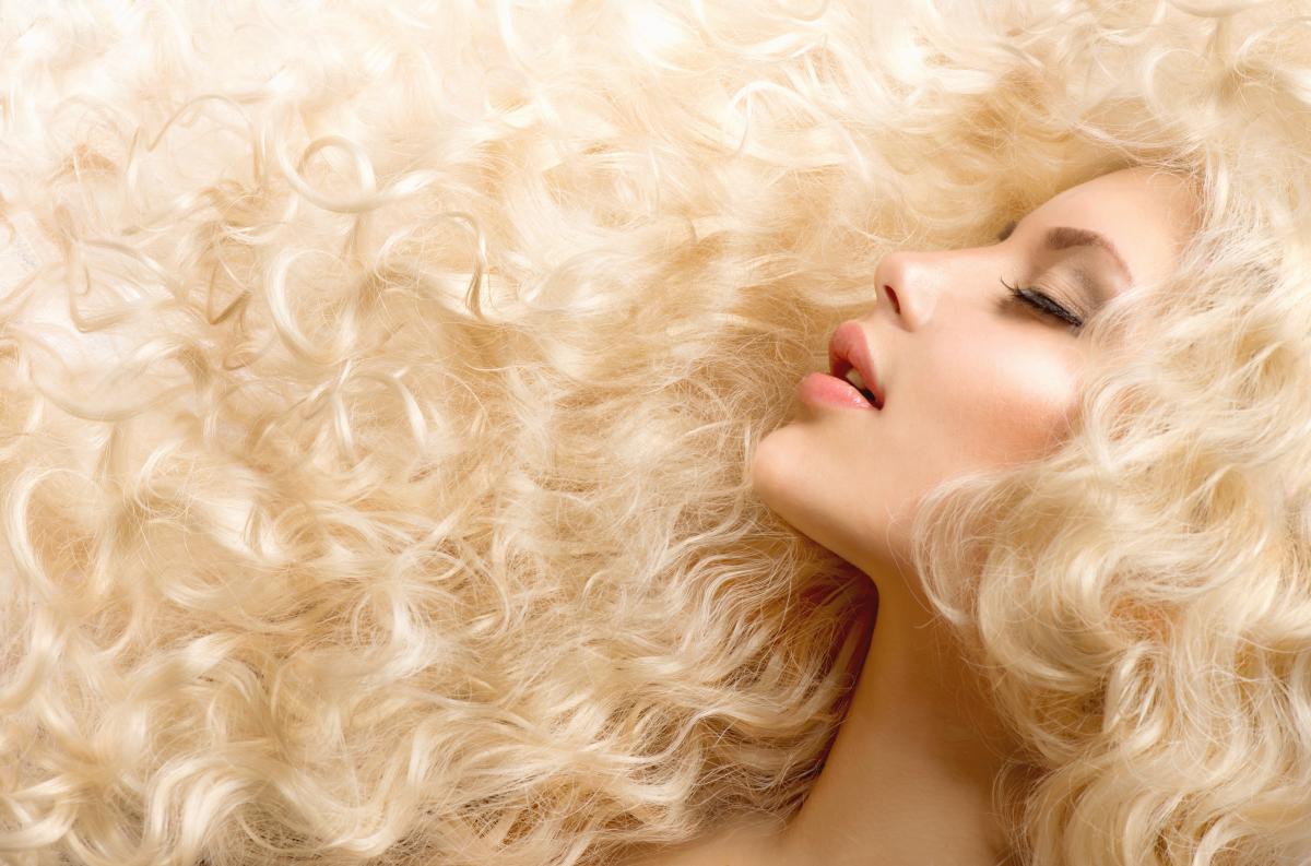 Блондинкою бути у п'ять разів дорожче, ніж брюнеткою / фото ua.depositphotos.com
