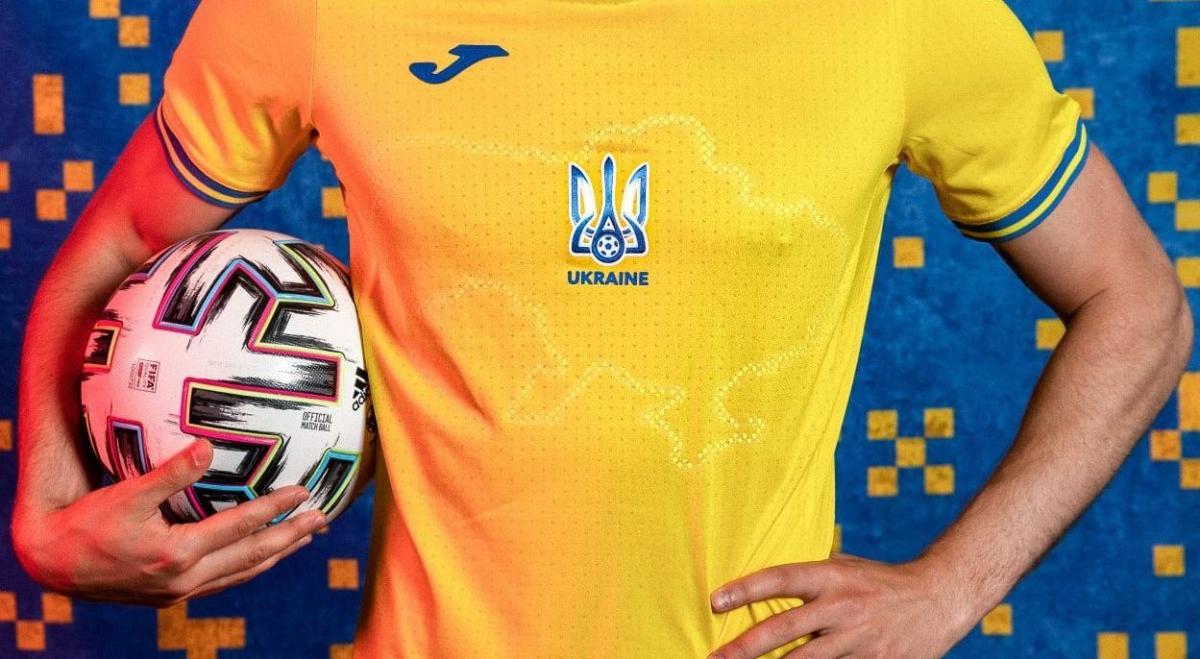 Контур карти України на футболці / фото УАФ