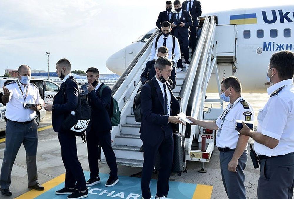 Команда прилетіла до Румунії / фото УАФ