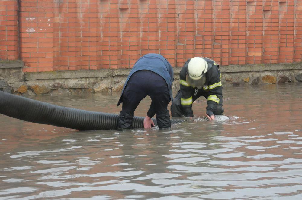 Мариуполь ушел под воду / фото ГСЧС