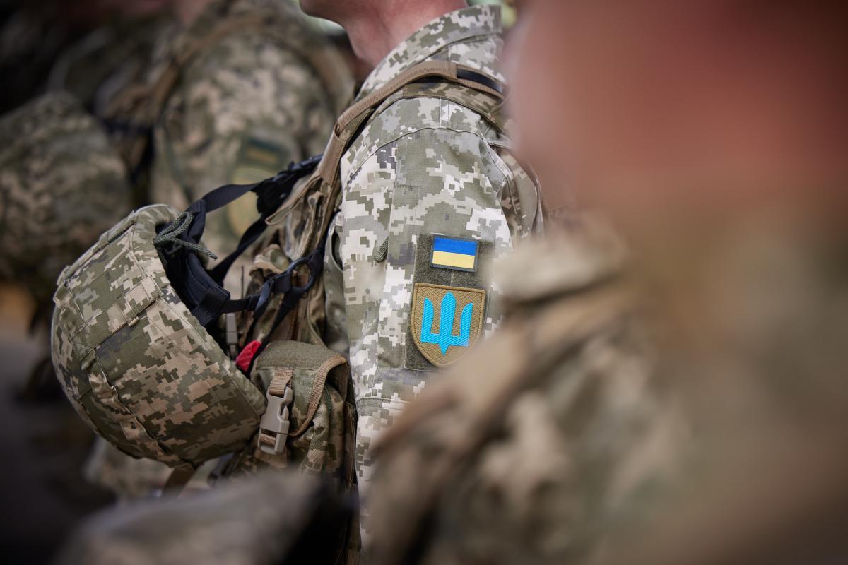 Украинский военный получил осколочное ранение, его состояние – средней тяжести / фото president.gov.ua