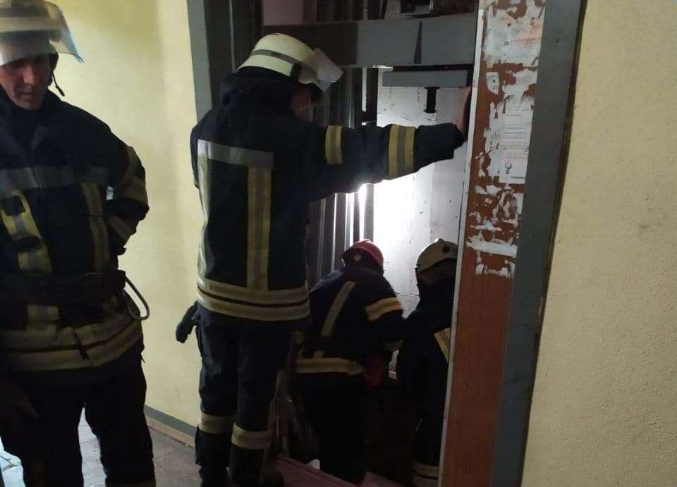 Тело обнаружили в лифтовой шахте дома на ул. Декабристов, 10а. \ фото dsns.gov.ua