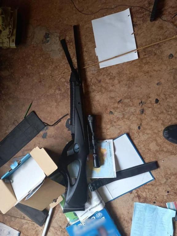 Оружие на месте стрельбы в Буче / Фото: Нацполиция