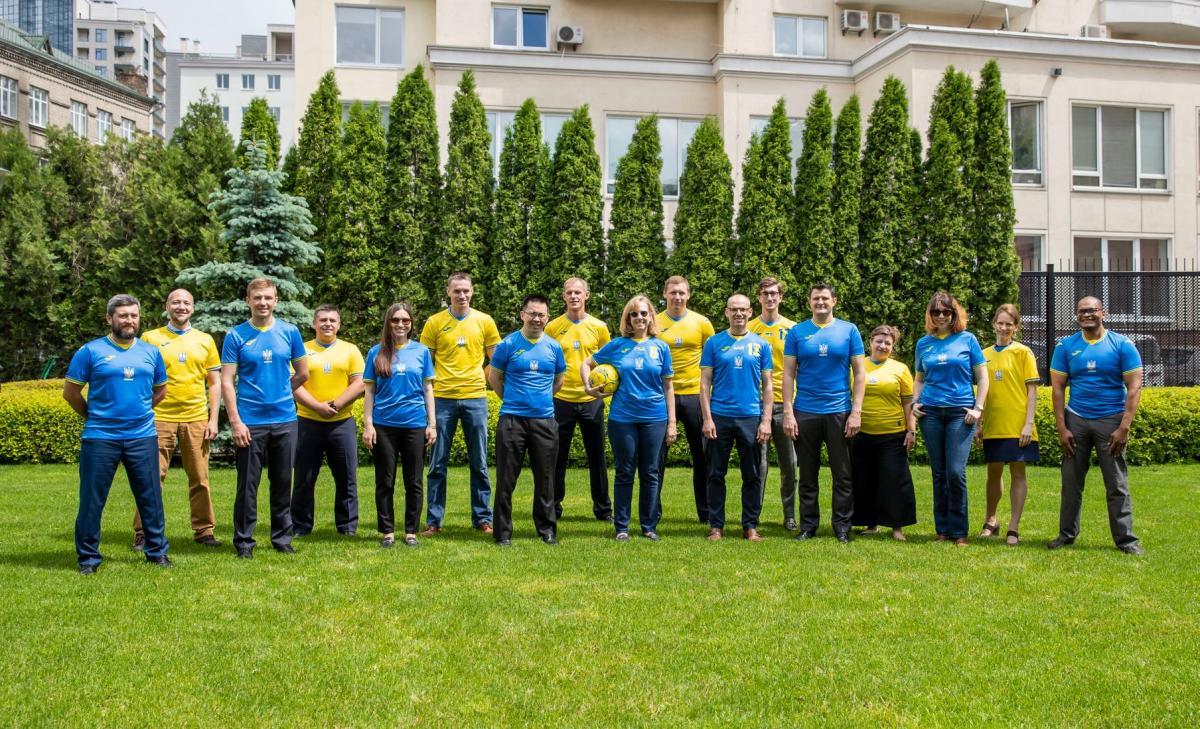 Нова форма представлена в трьох кольорах / фото U.S. Embassy Kyiv Ukraine