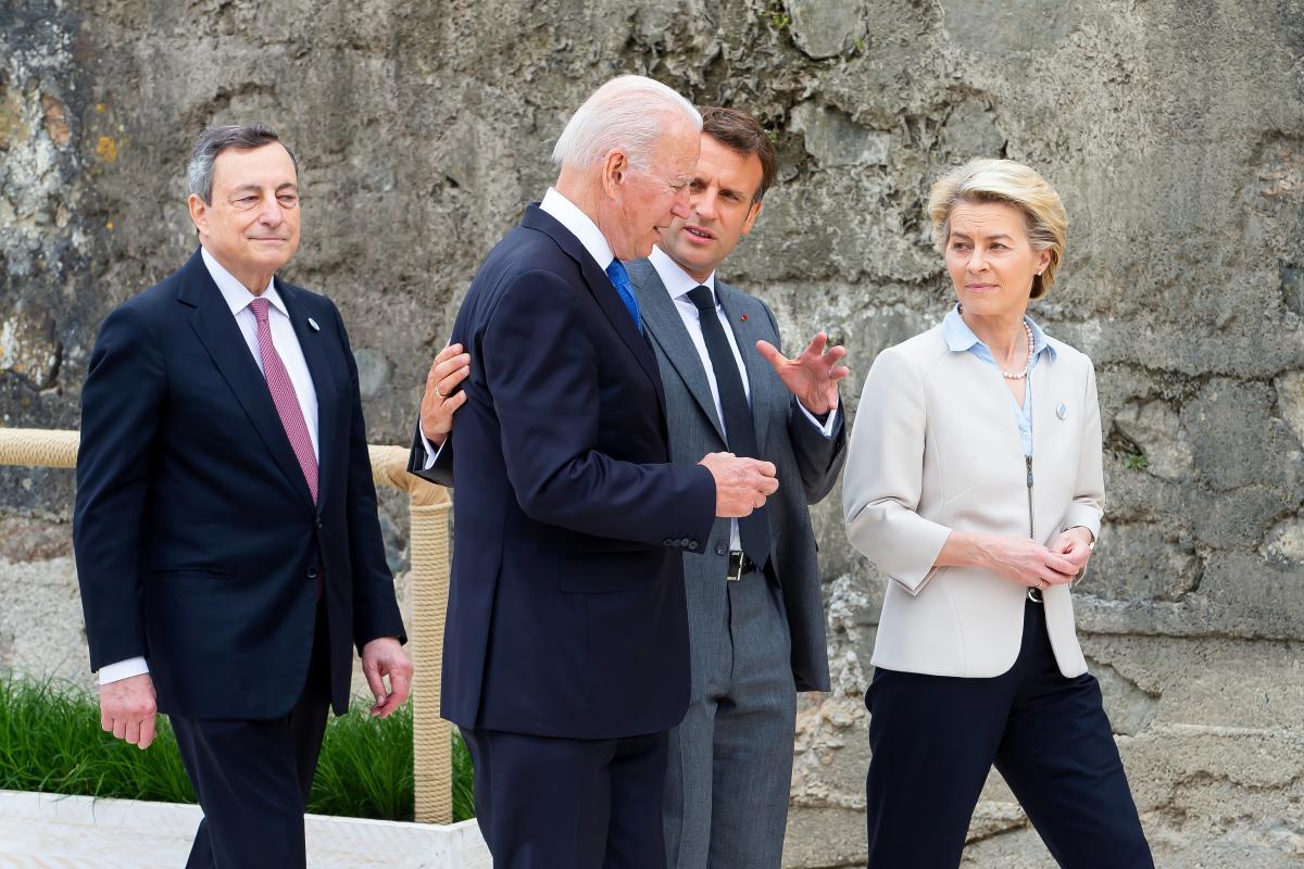 Одним з найбільш нагальних завдань саміту лідери G7 вважають боротьбу з коронавірусом \ фото REUTERS