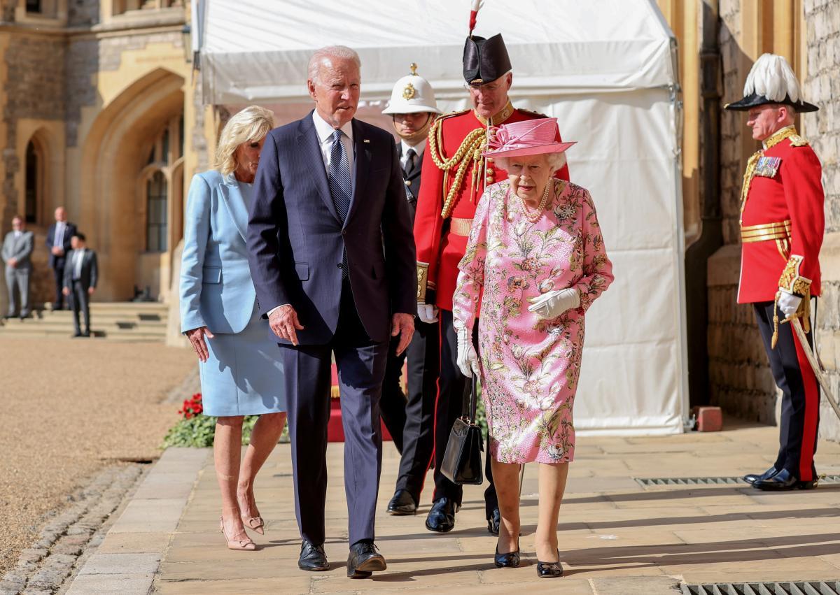 Елизавета II встретилась с четой Байденов / фото REUTERS