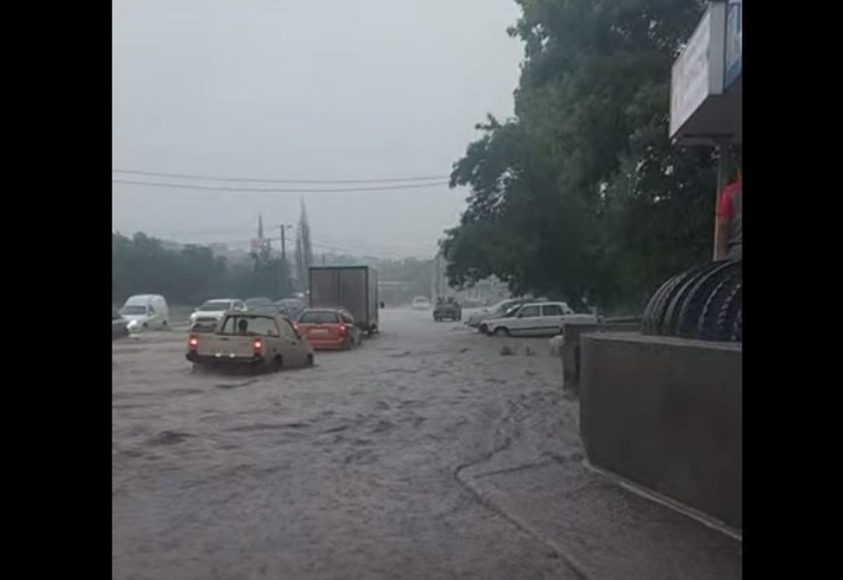 Миколаїв затопило потужною зливою / скріншот відео
