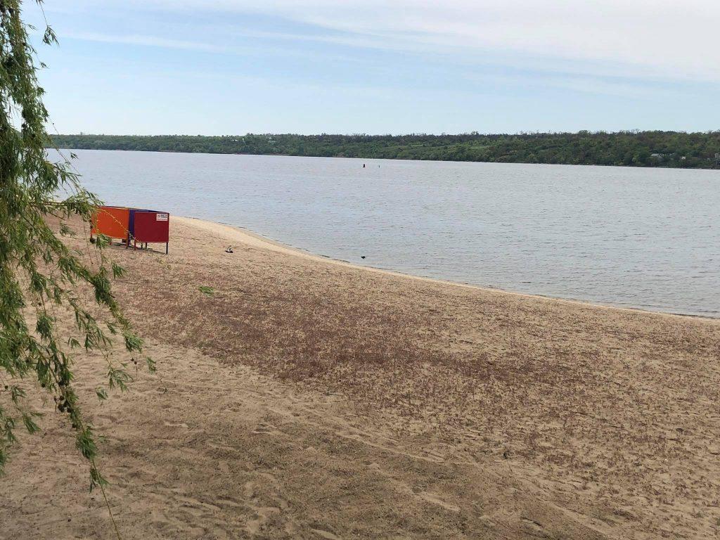 Центральный пляж Запорожья / фото: akzent.zp.ua