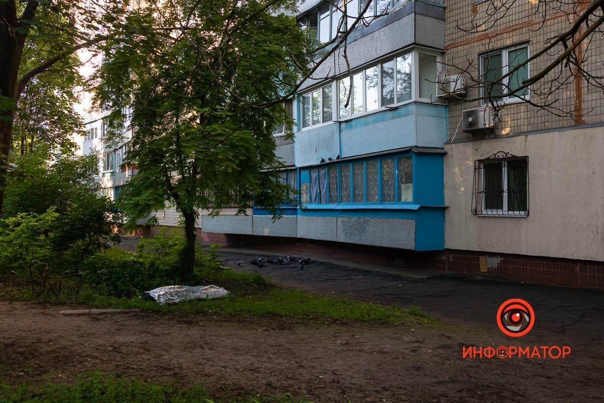 В Днепре возле многоэтажки лежал труп / фото: Информатор Днепр