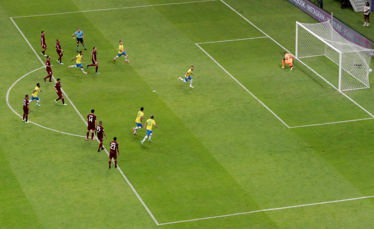 Неймар забив з пенальті / фото REUTERS