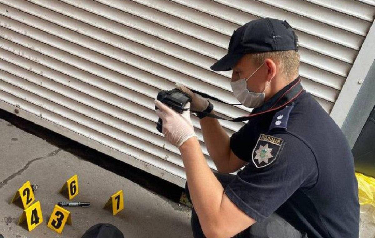 Жителя Маріуполя на ринку штрикнули пінцетом у шию / фото Національної поліції
