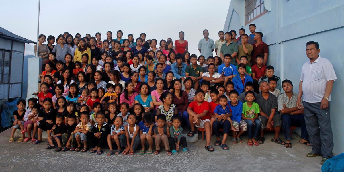 Зиона Чана и его семья / фото REUTERS
