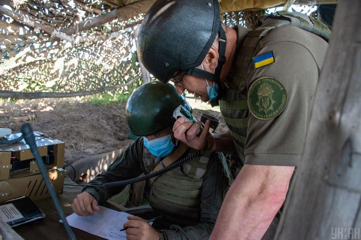 Внаслідок ворожих обстрілів поранено українського військового \ фото УНІАН