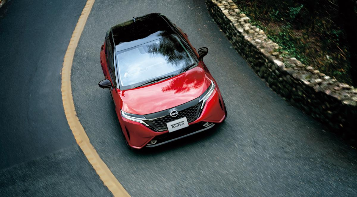 Новинкапредлагается в 14 цветах кузова / фото Nissan