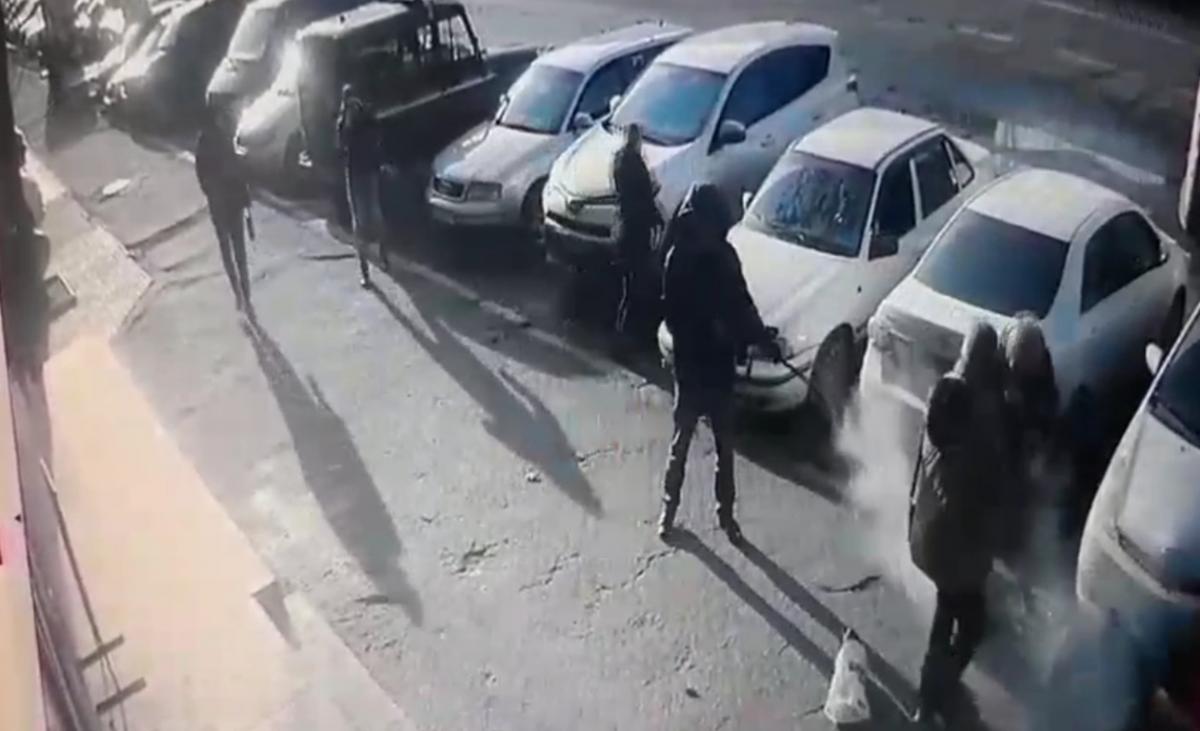 Расстрел двух человек попал на видео / скриншот