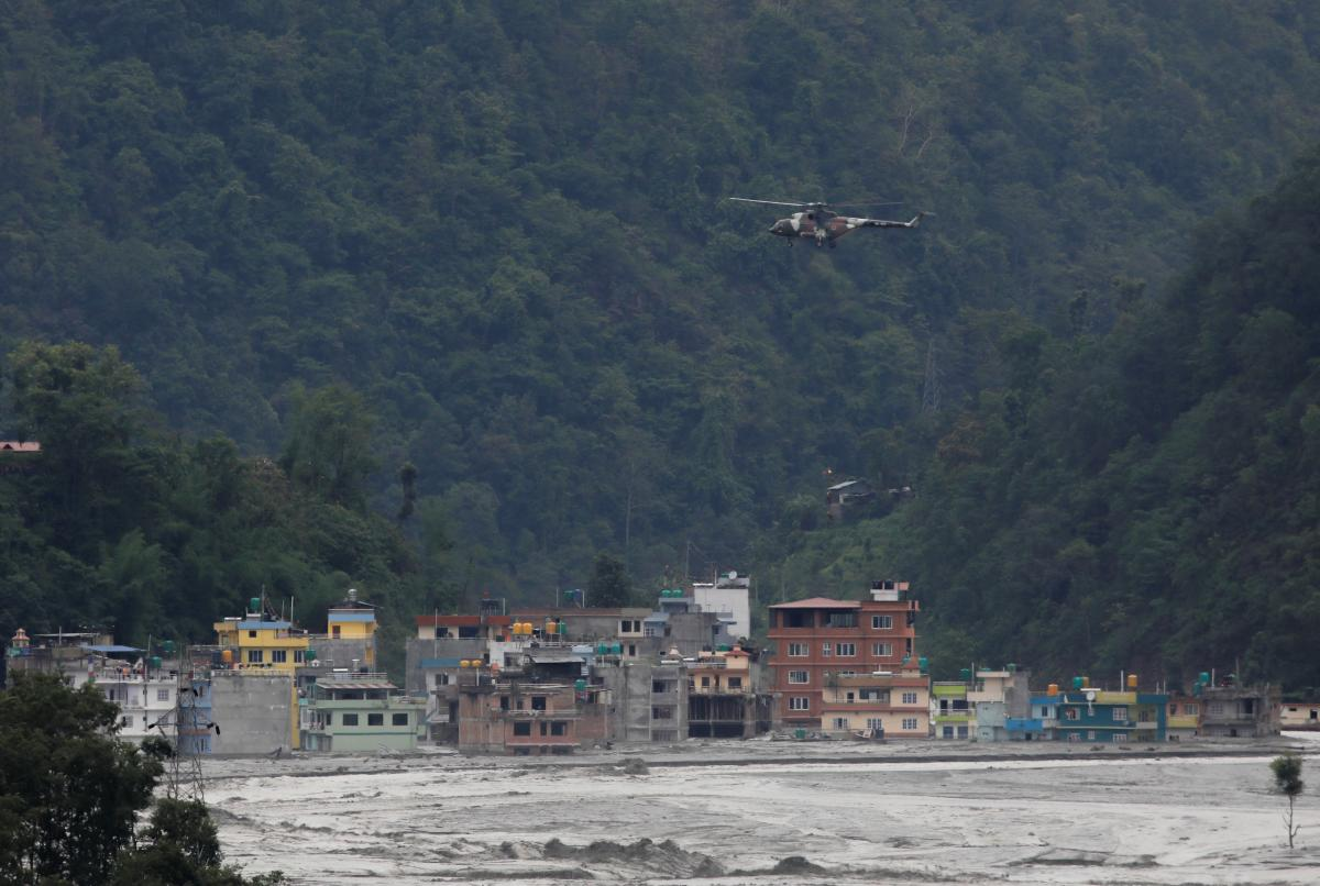 У Непалі в результаті негоди зникли семеро людей / фото REUTERS