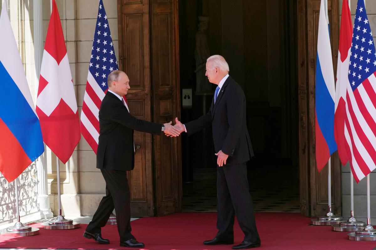 Байден и Путин провели встречу в Женеве / REUTERS