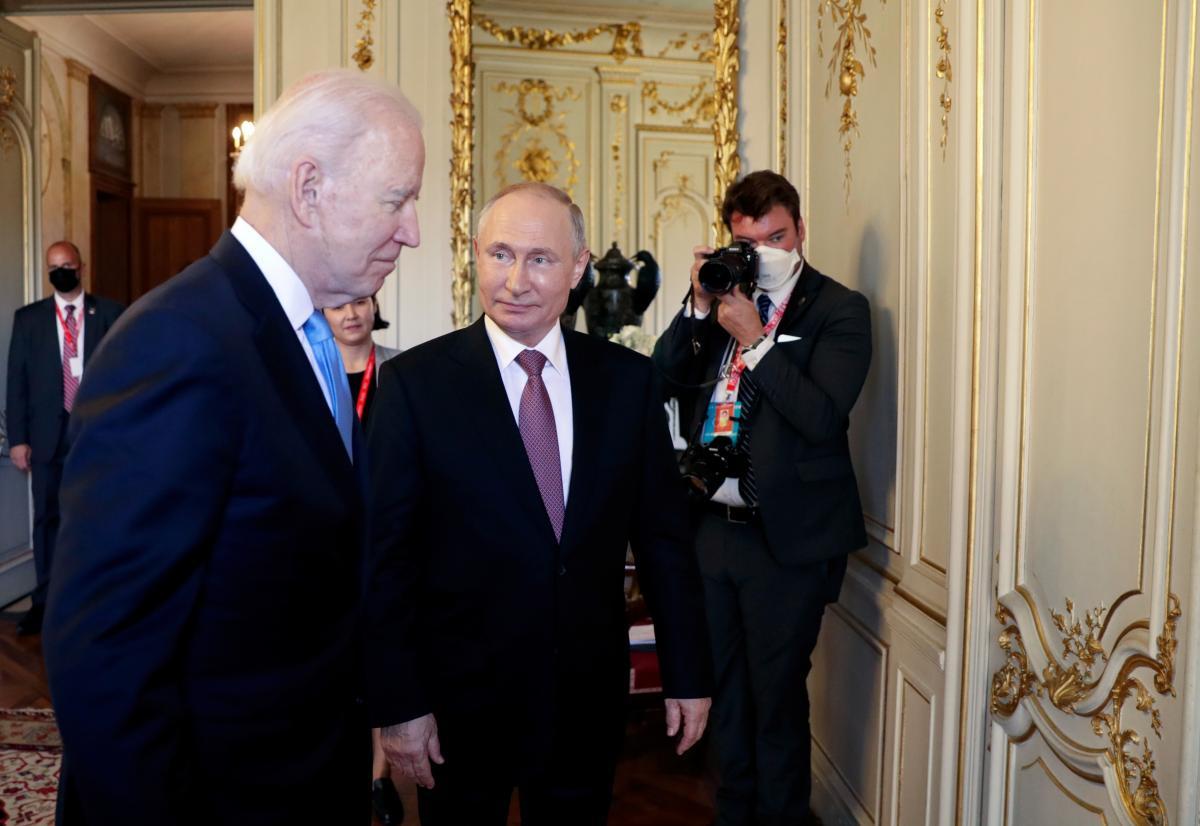 Байден назвал Путина убийцей, а потом встретился с ним/ Reuters