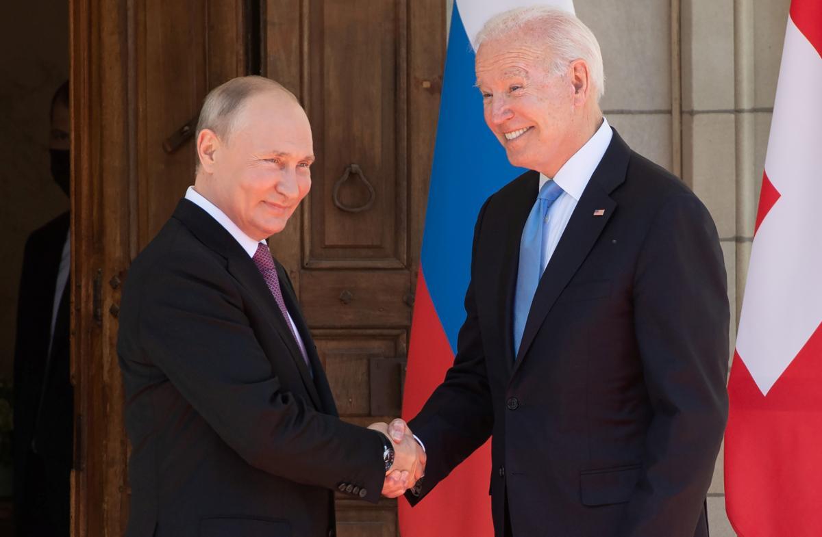 Владимир Путин и Джо Байден / фото REUTERS